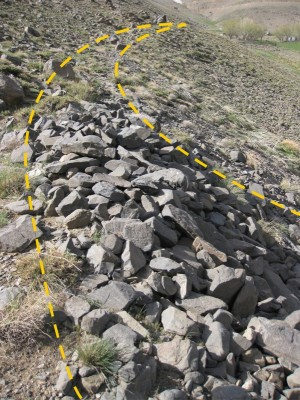 Figure 4. Parthian site on the route, littered with stone work (photograph by B. Balmaki).