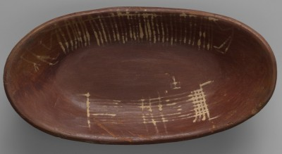 Figure 4. Pre-dynastic Egyptian platter with depiction of a loom, c. 3600 BC, excavated at Badari tomb 3802; courtesy of the Petrie Museum, UCL (UC9547); photograph by Anna-Marie Kellen, Metropolitan Museum of Art.