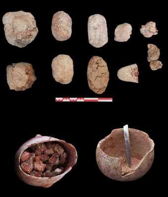 Figure 4. Burnt clay loaves (above) and bowls with red pigments (below).