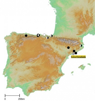 Figure 1. Location of Cova Foradada and the main Middle–Upper Palaeolithic sites in the Iberian Peninsula. Black dots are sites with Early Upper Paleaeolithic evidence; white dots are sites with transitional layers; black-and-white dots indicate the presence of both complexes.