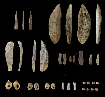 Figure 4. Archaeological finds dating to the Middle–Upper Palaeolithic transition.